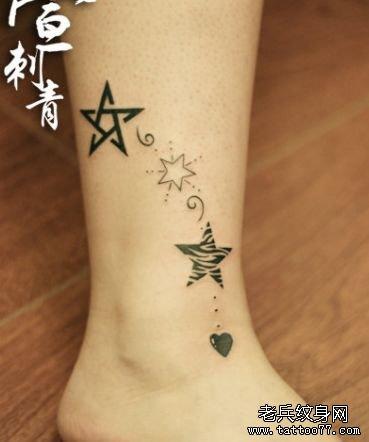 女生腿部精美时尚的五角星纹身图案
