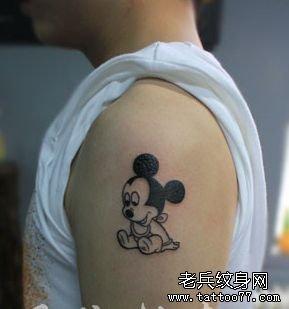 手臂卡通小米老鼠纹身图案
