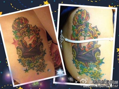 美女腰部皇冠与宝座纹身图案