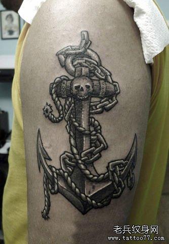 手臂好看的黑白船锚纹身图案