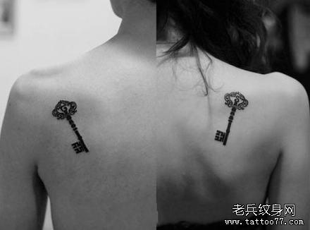 背部好看的情侣图腾钥匙纹身图案