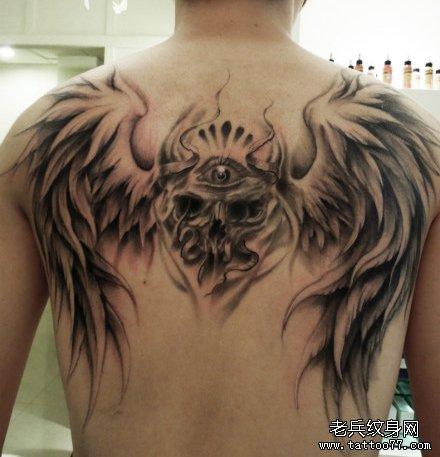 背部超酷的骷髅与翅膀纹身图案图片