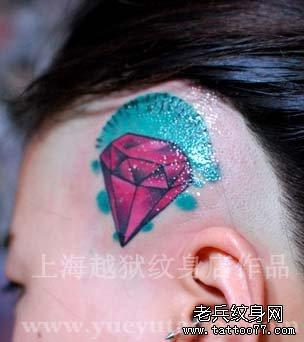 头部一款彩色钻石纹身图案