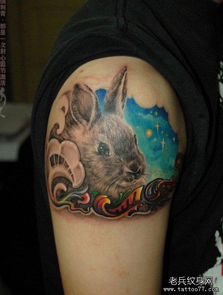 手臂一款小兔子纹身图案