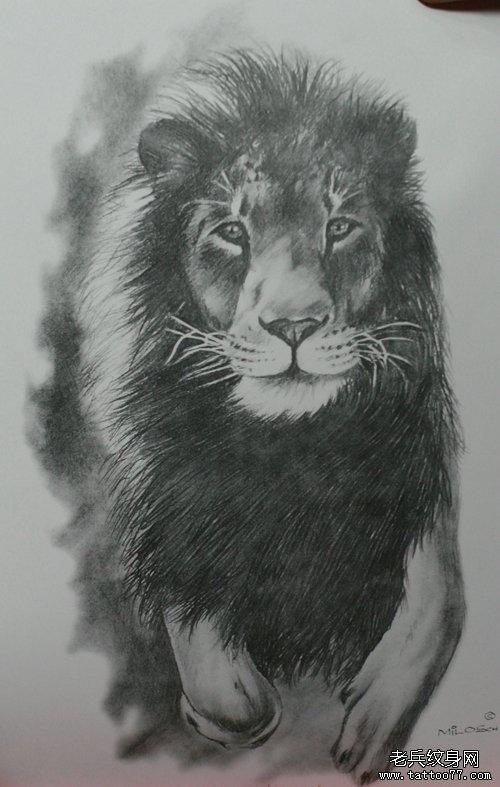 为上海纹身爱好者提供一款霸气的雄狮纹身图案