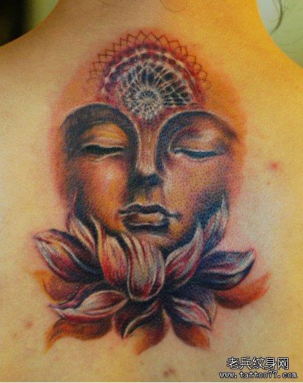 背部经典的彩色佛头纹身图案图片