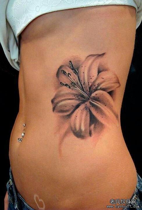 看的百合花纹身图案