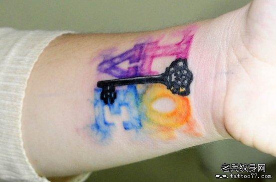 分享一款个性的字母钥匙纹身图案; 纹身图案大全;; love tattoo