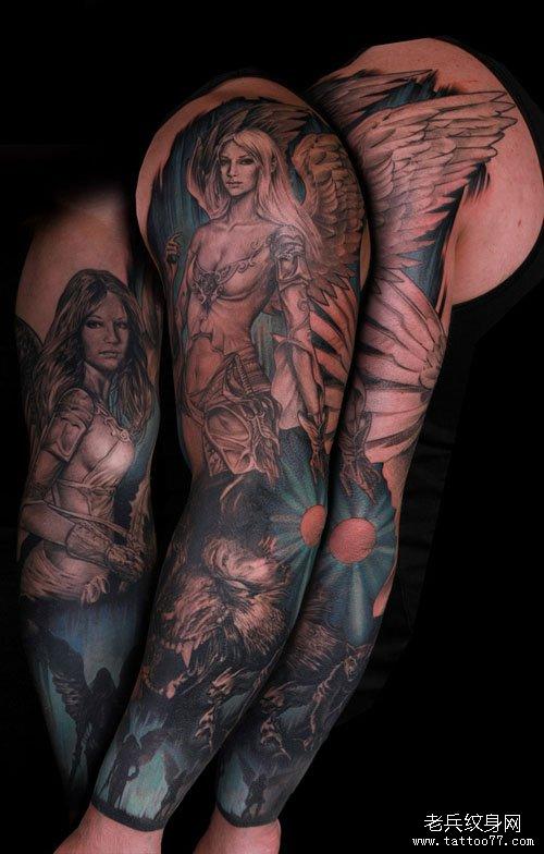 男人手臂漂亮的花臂天使翅膀纹身图案