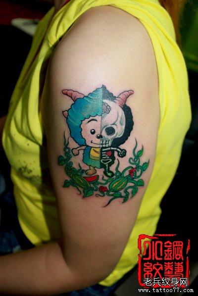 女生手臂卡通懒羊羊纹身图案