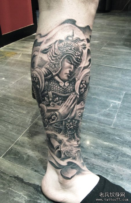 男人腿部经典帅气的韦驮菩萨纹身图案