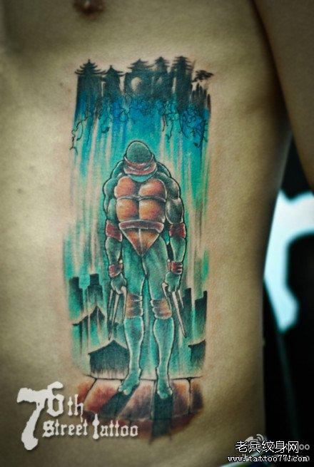 男人腹部超酷的忍者神龟纹身图案