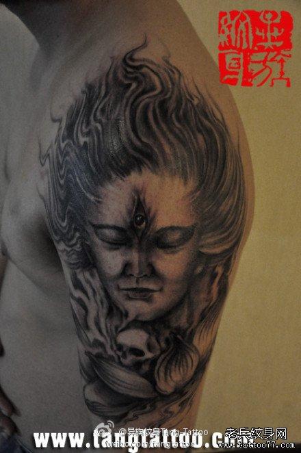 男人手臂时尚经典的二郎神纹身图案