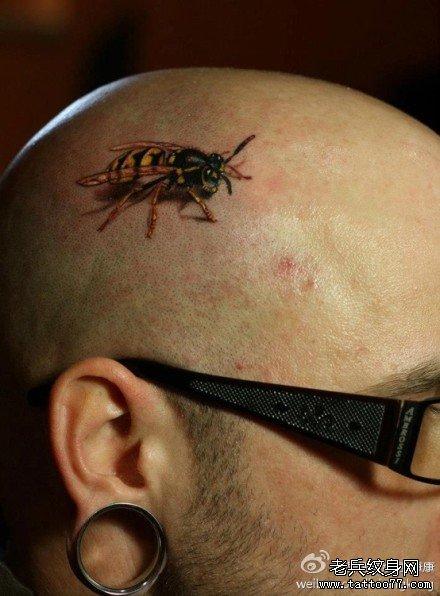 男人头部经典的小蜜蜂纹身图案