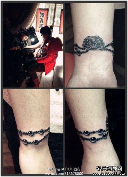 女生手腕时尚精美的手链纹身图案