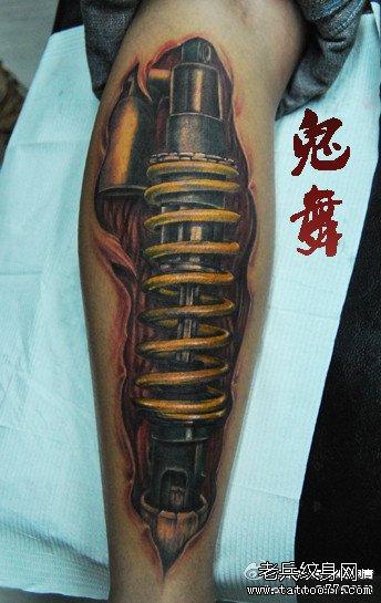 男生肩部鲤鱼纹身内容图片分享