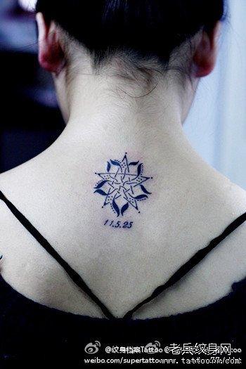 女生颈部流行精美的五角星纹身图案