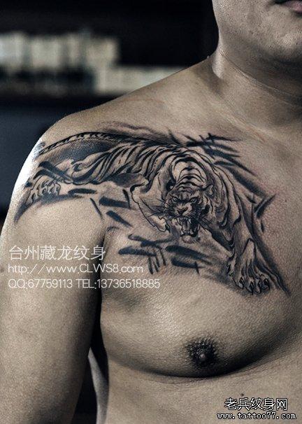 男生前胸帅气超酷的下山虎纹身图案