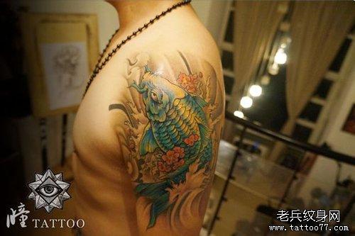 男人手臂好看精美的鲤鱼纹身图案图片