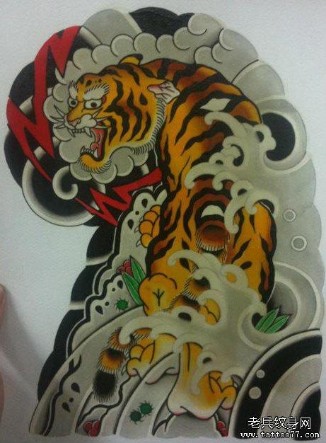经典霸气的传统半胛老虎纹身图案