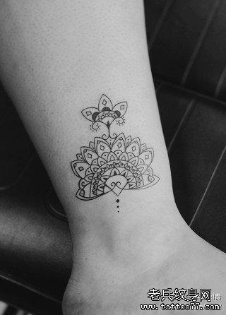 女生腿部流行漂亮的梵花纹身图案图片