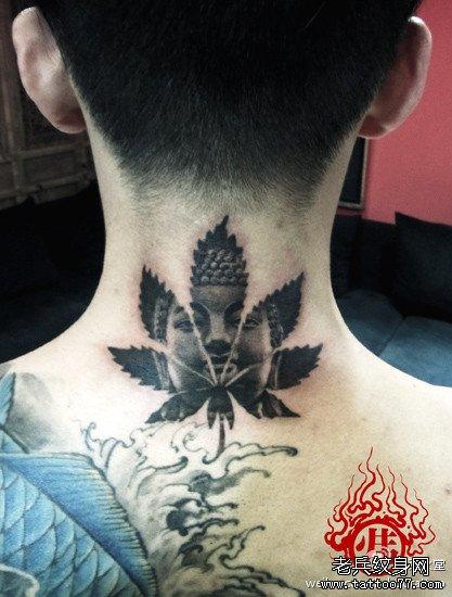 超酷的颈部一款大麻叶佛头纹身图案图片
