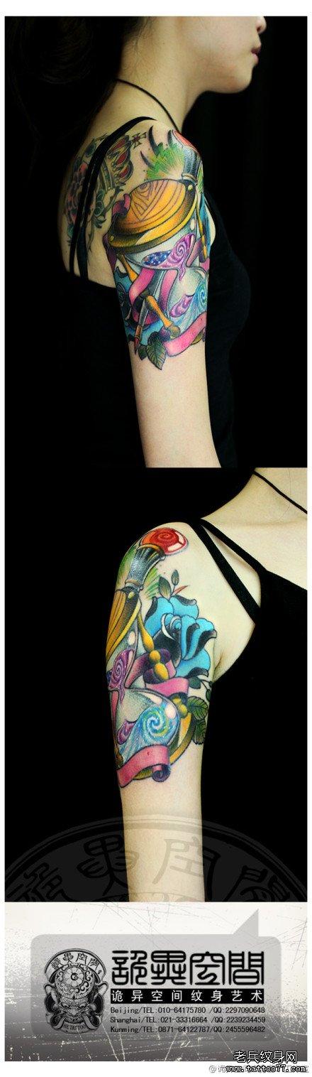 手臂时尚精美的星空沙漏纹身图案
