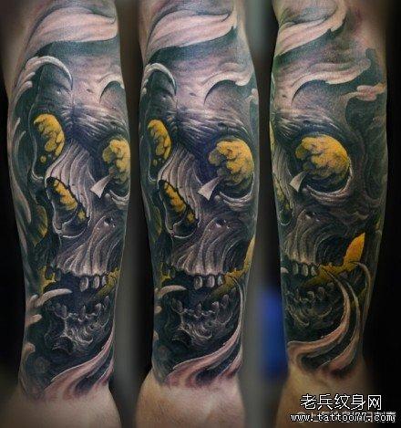 手臂潮流超酷的欧美写实骷髅纹身图案图片
