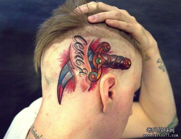 男生头部经典超酷的匕首纹身图案