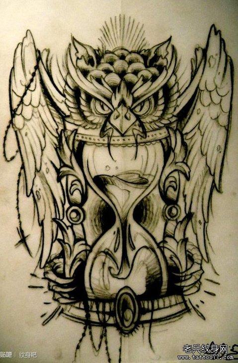 经典潮流的猫头鹰与沙漏纹身手稿