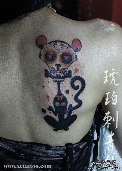 女生后背潮流另类的猫咪纹身图案