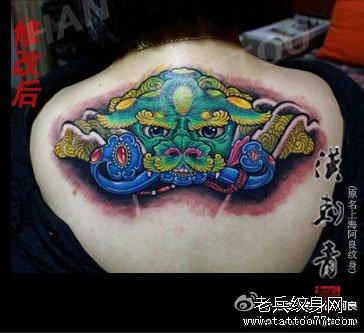 女生后背潮流帅气的唐狮子纹身图案图片