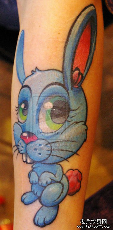 手臂潮流可爱的小兔子纹身图案