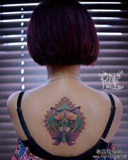 女生后背潮流呆呆的猫咪纹身图案
