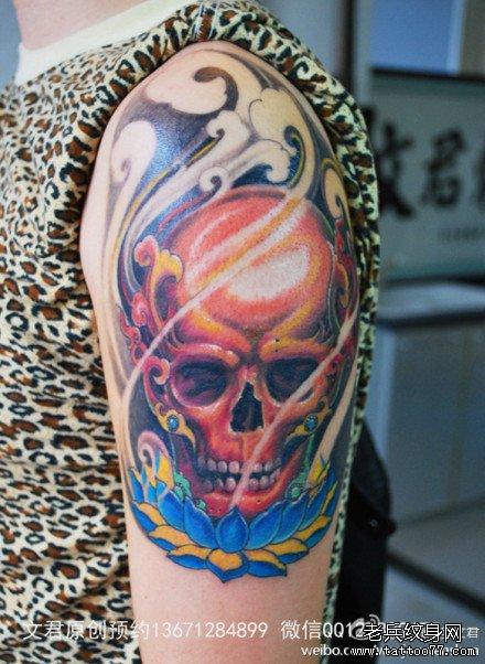 半甲传统樱花骷髅纹身图案