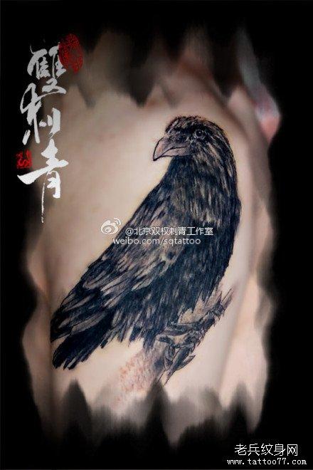 手臂经典很酷的乌鸦纹身图案