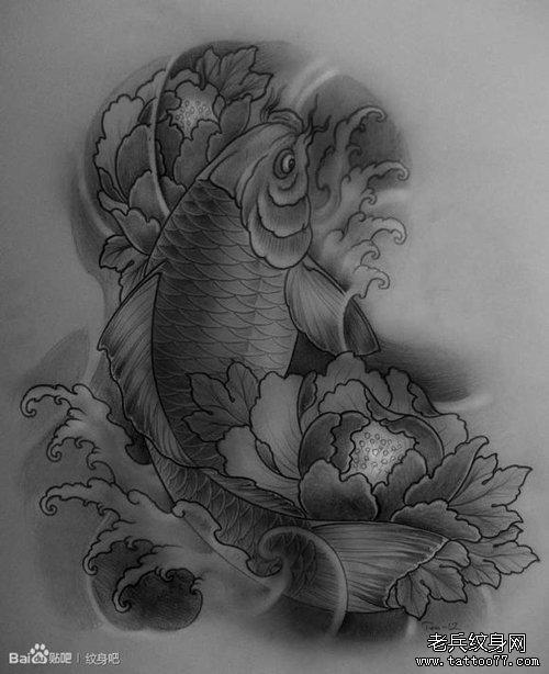 一款精美潮流的黑灰鲤鱼纹身图案图片