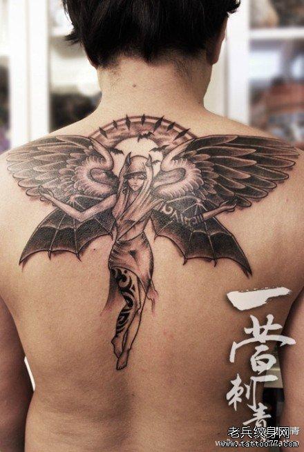 男生后背时尚漂亮的天使纹身图案
