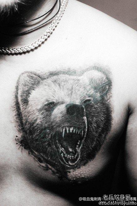 男人前胸超帅的一款黑熊纹身图案