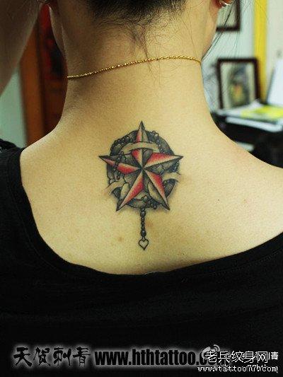 女生后脖子时尚很酷的五芒星纹身图案