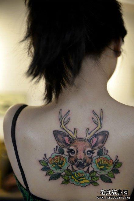女生后背可爱潮流的小鹿纹身图案