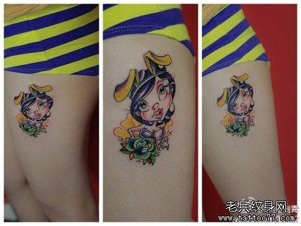 女生腿部潮流经典的卡通美女纹身图案