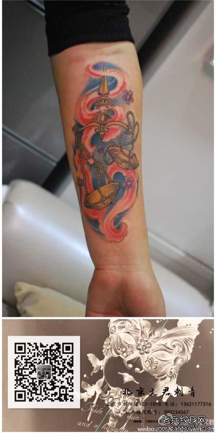 手臂潮流时尚的一款天秤座纹身图案