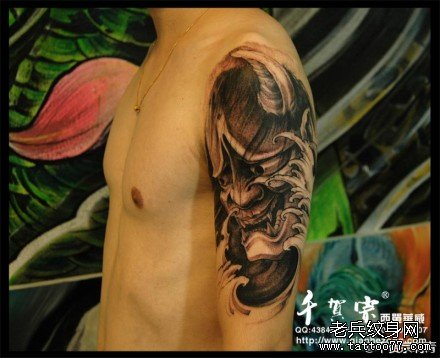 手臂帅气潮流的般若纹身图案