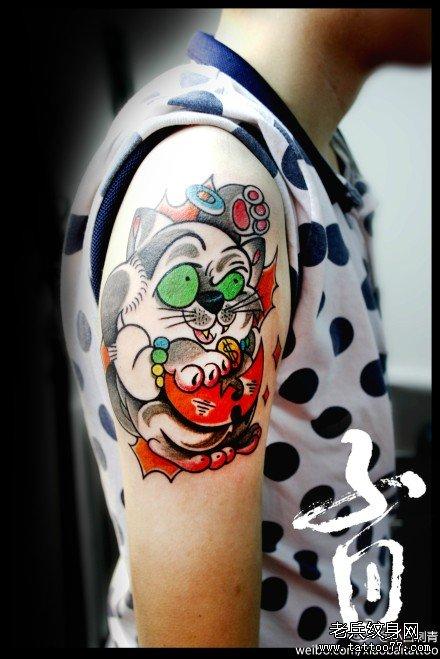 手臂可爱潮流的猫纹身图案