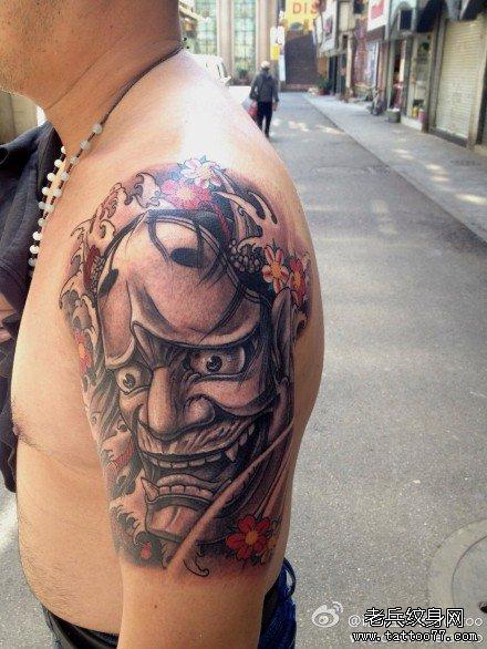 手臂潮流很帅的黑灰般若纹身图案