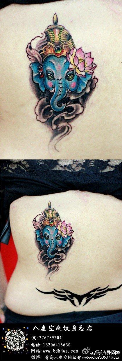 女生后背可爱潮流的小象纹身图案