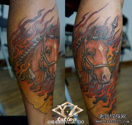 腿部经典很酷的马纹身图案
