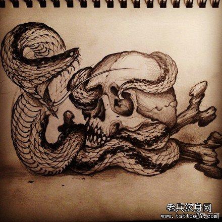 很帅经典的一款蛇与骷髅纹身手稿