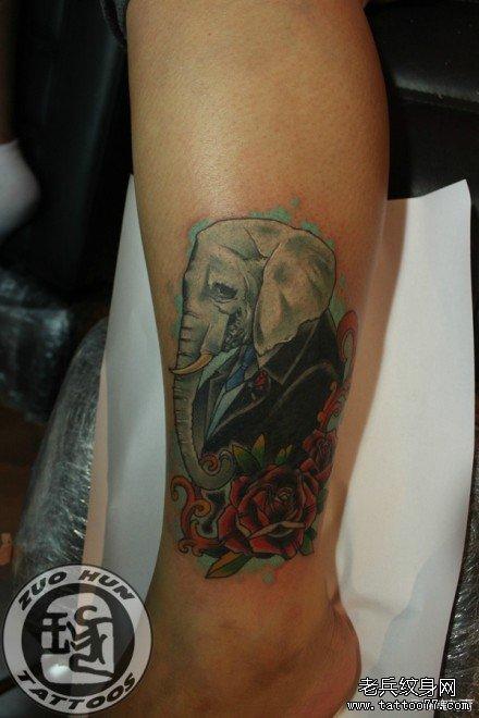 腿部一款潮流时尚的大象先生纹身图案
